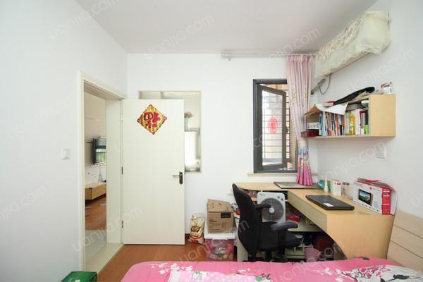 客厅朝南,卧室全南,上下楼方便,装修精美