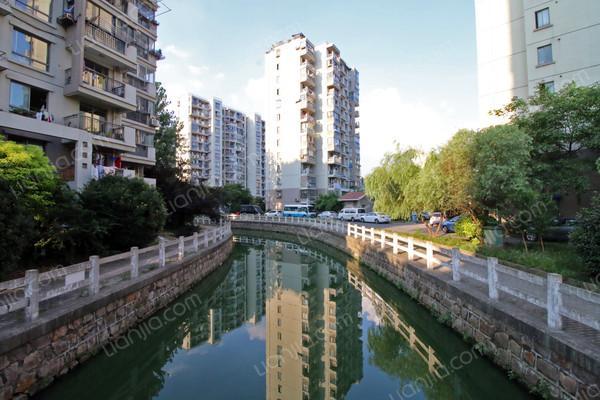 小区名称水岸金桥苑 (嘉定 江桥)   地图 所在地址鹤霞路555弄 房源
