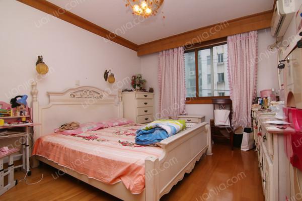 高昌路105弄,上门实勘,满五年少税,3室2厅