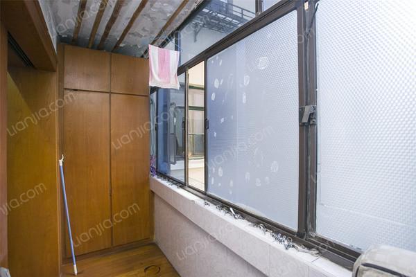水电路1381弄,黄金楼层,简单装修,高清实拍